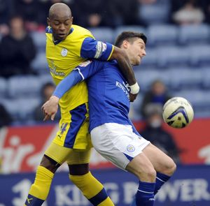 Leicester City v Sheffield Wednesday......Owls anthony Gardner holds off David Nugent