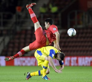 Southampton v Sheffield Wednesday.....Gary Madine feels the challenge of Saints Maya